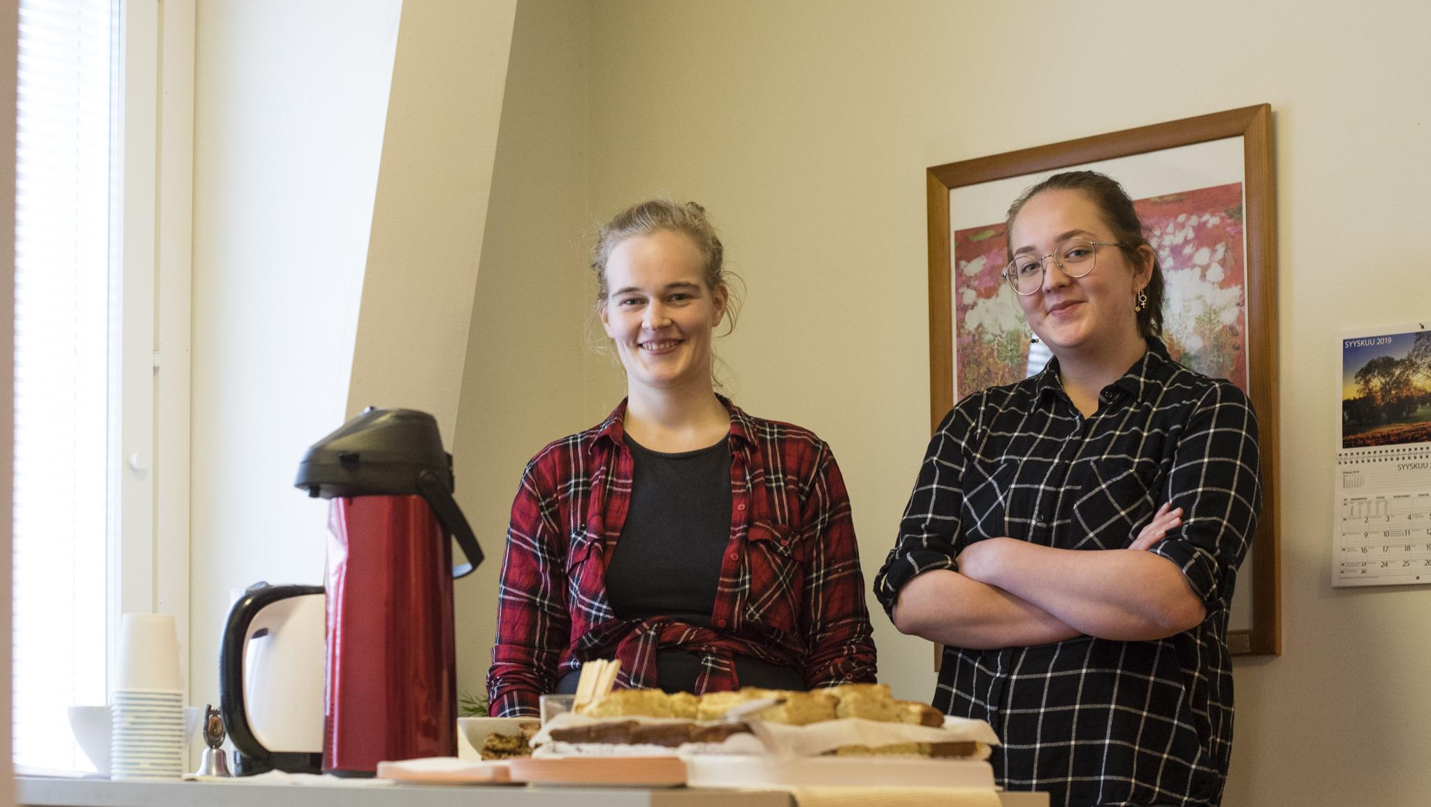 Ilmastokahvilasta ajattelemisen aihetta ja omenapiirakkaa