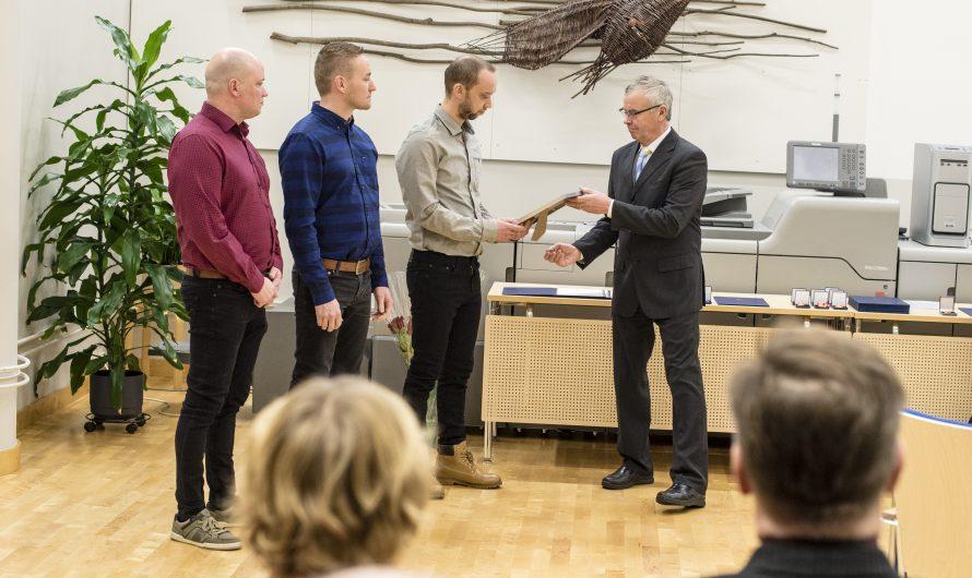 Vuoden yrittäjäpalkinto Antti, Juhani ja Olli Korkeakankaalle – Jokilaakson Sähkö Oy muutti uusiin toimitiloihin