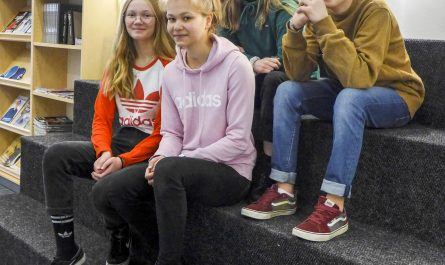 Adeliina Jokitalo, Arlene Pajukoski, Henri Palola, Emma Hosionaho ja Milja Nurmimäki kisaavat Sievin joukkueissa. Kuvasta puuttuu joukkueessa mukana oleva Johannes Jokitalo.