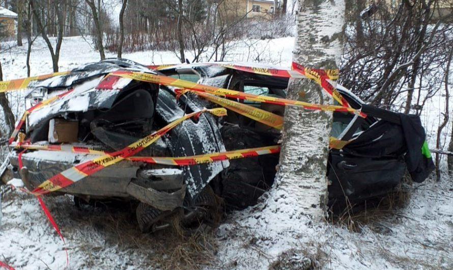 Vakava onnettomuus sunnuntaiaamuna, neljä nuorta loukkaantui ulosajossa