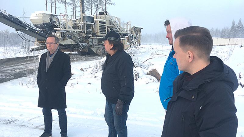 Ministeri Lintilä tutustui tuulipuistoon Sievissä