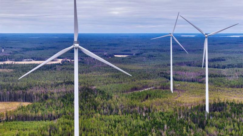 Tuulivoimapuisto tarjoaa työtä monille eri alojen toimijoille